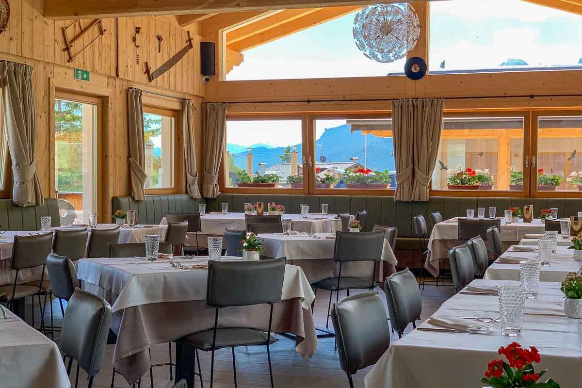 interni ristorante Chalet Tofane